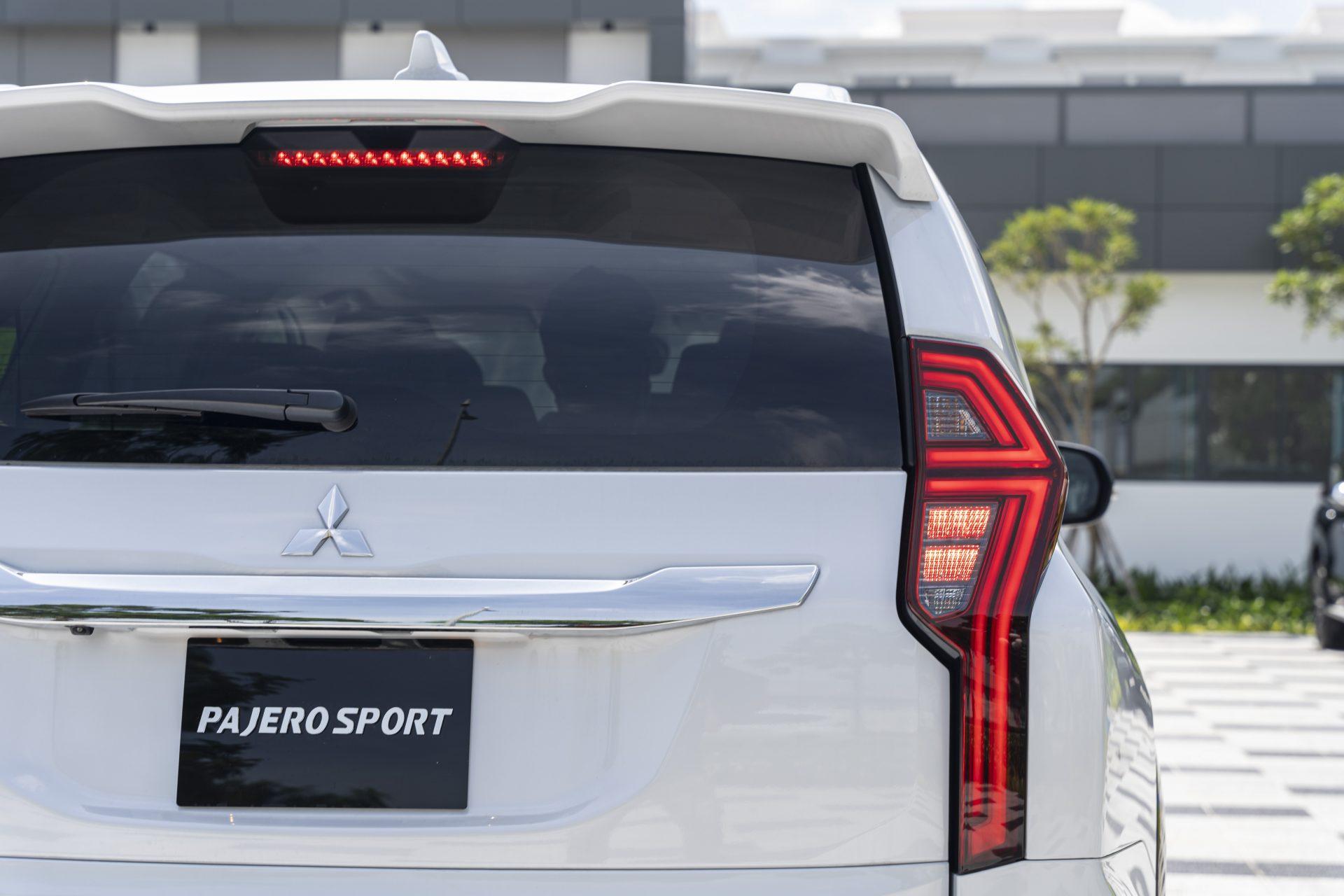 Mitsubishi-Pajero-Sport-2020-25