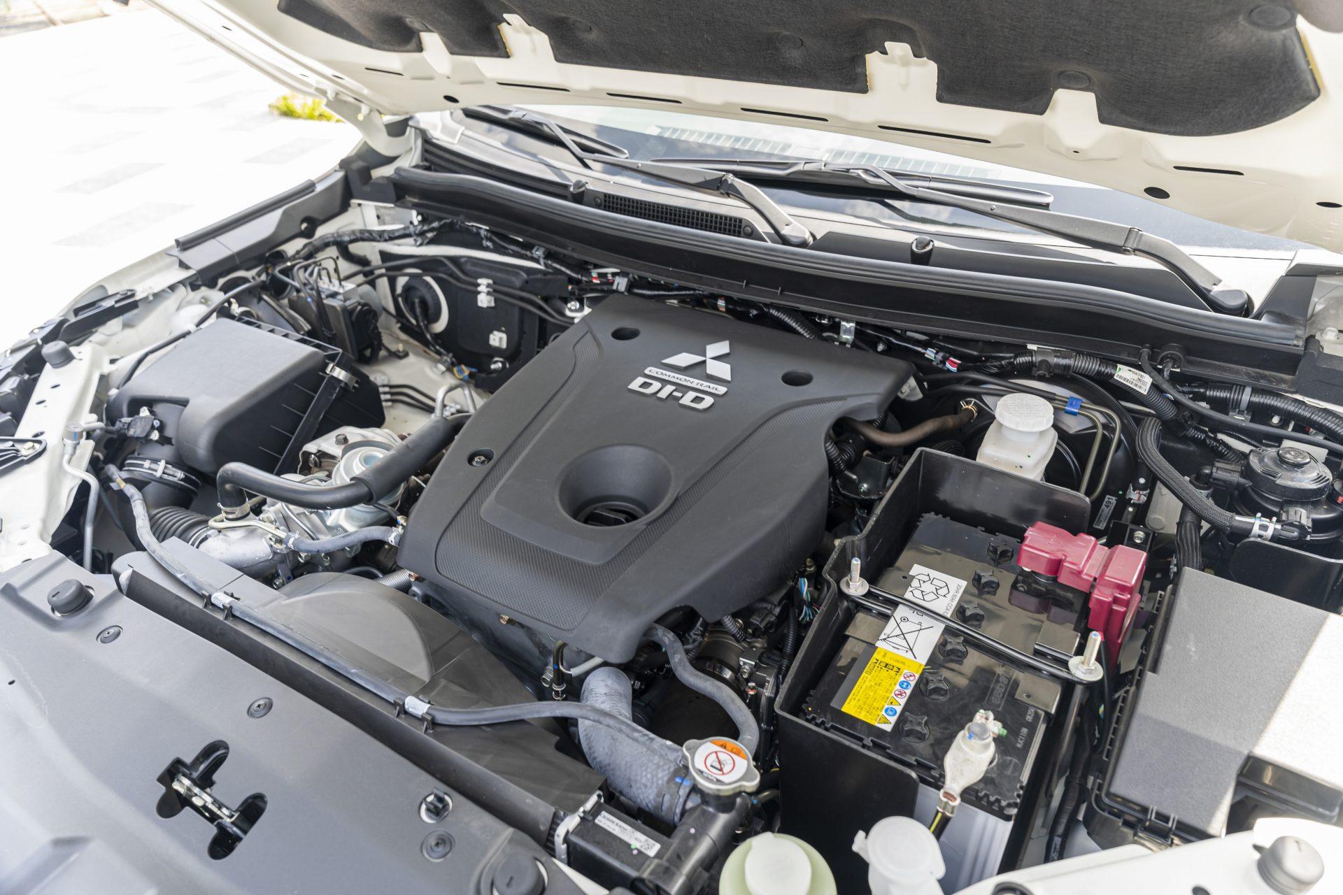 Mitsubishi-Pajero-Sport-2020-30